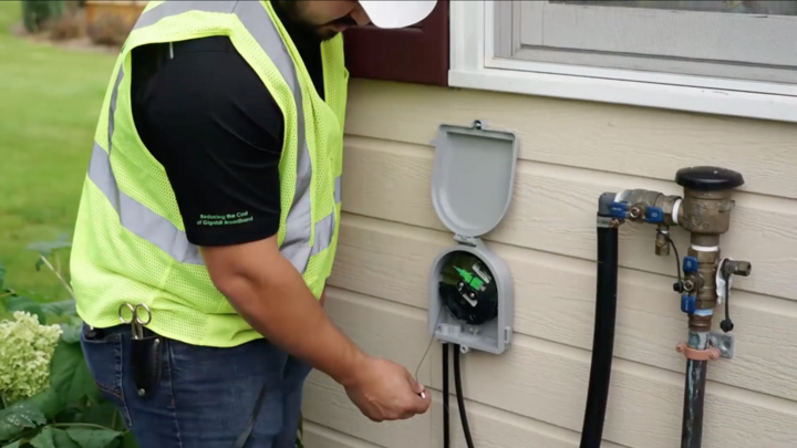 Image of a technician setting up fiber to home using Clearfields products